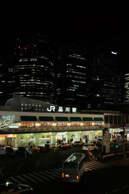 品川駅高輪口の夜