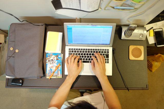 ブログを書く光山